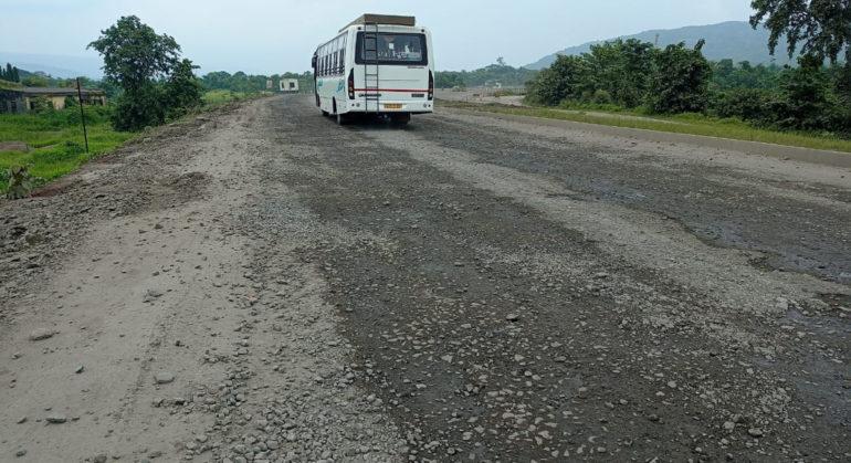 मुंबई- गोवा महामार्गावर खड्डेच खड्डे