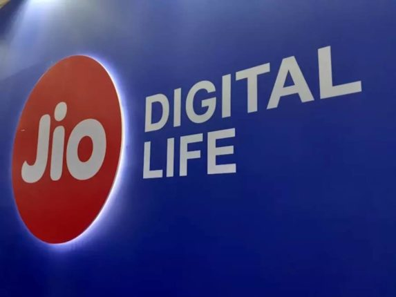 reliance jio to roll out 10 crore low cost android phones by december