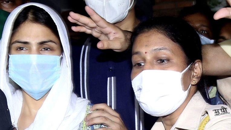 रिया चक्रवर्तीच्या घरावर एनसीबीचा छापा, मुंबई पोलिसांसोबत तपासकार्य सुरु