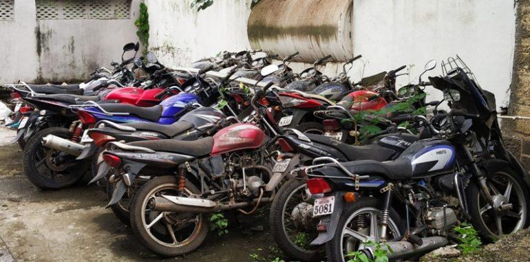 घोडेगाव पोलीस ठाण्यातील गाड्या संबंधित नागरिकांनी घेऊन जावे