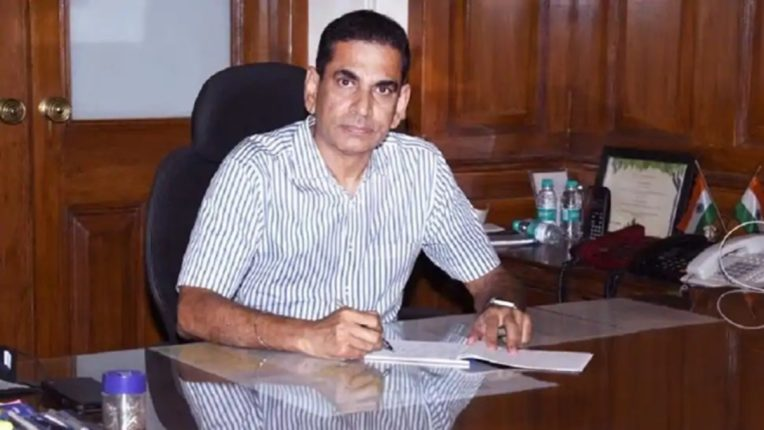 bmc commissioner Iqbal Singh Chahal gives orders to bmc staff to contact disaster management control room due to power failure in mumbai and mmr region