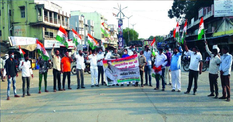 राहुल गांधींवरील हल्ल्याचा निषेध, लासलगावी रास्ता रोको आंदोलन