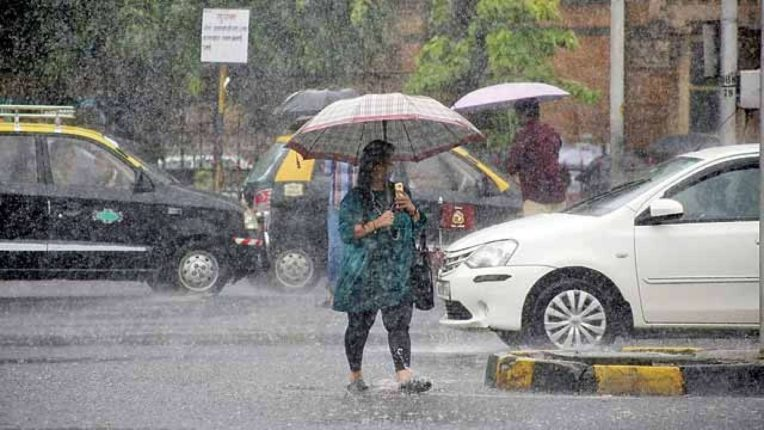 Heavy rains lashed the state red alert to Mumbai and Konkan