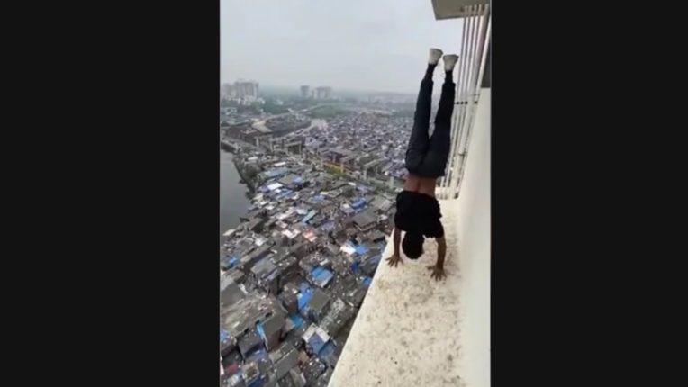 youth was doing dangerous Stunts on 22 storey building video goes viral social media in kandivali west mumbai three booked