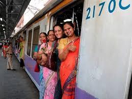 महिलांच्या लोकल प्रवासासाठी राज्य सरकारची रेल्वे बोर्डाकडे विनंती, रेल्वेकडून अद्याप ग्रीन सिग्नल नाही
