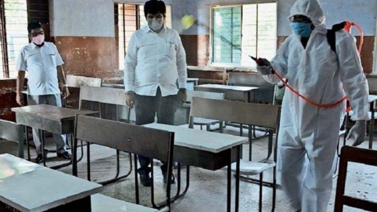 रायगड जिल्ह्यात शाळेच्या पहिल्या दिवशी उपस्थिती साडेचार टक्के,३९.४८ टक्के शिक्षकांनी केली कोरोना चाचणी