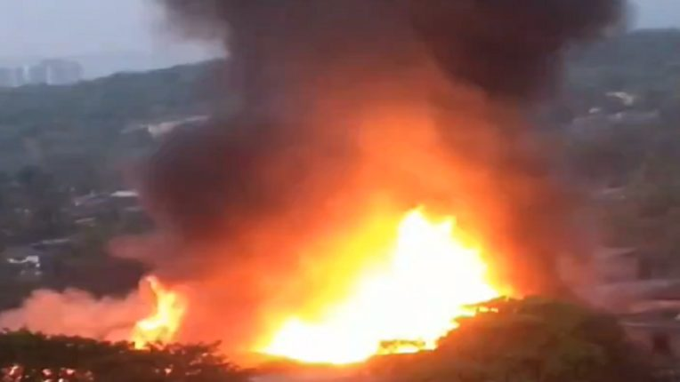 रोह्यातील कपड्याच्या दुकानाला भीषण आग, आगीत दुकान पुर्णपणे जळून खाक