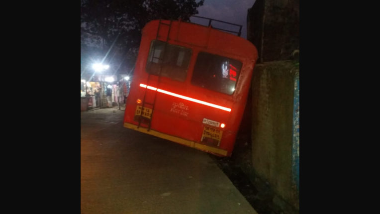 The ST bus landed on the side of the road due to brake failure The driver's foresight averted a major accident