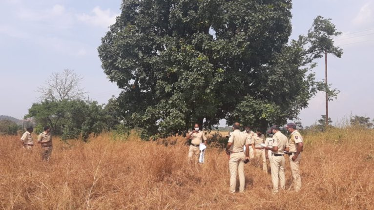 The bodies of three members of the same family were found hanging from a tree; Sensation in Shahapur village over suspicious death