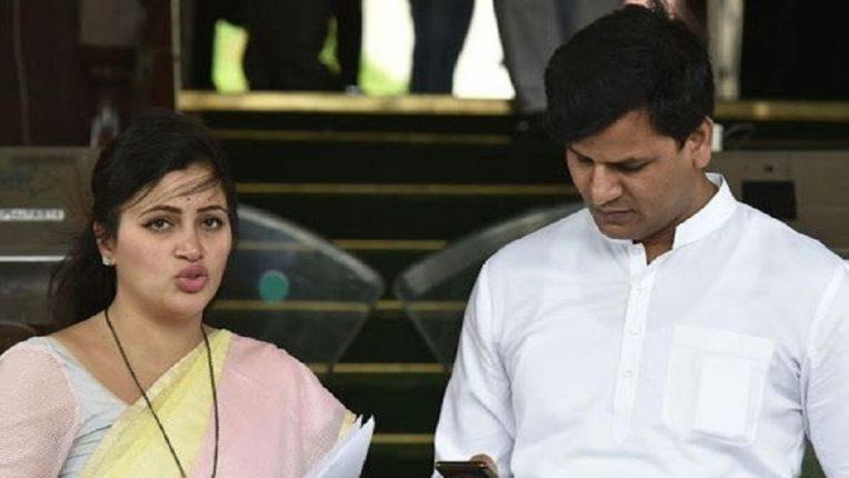 राणा दांपत्य स्थानबद्ध, मुंबईला जाण्यास मनाई