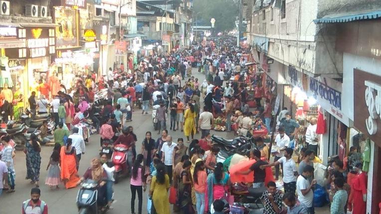 thane market crowd