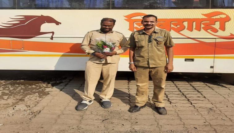 Transport Minister praises ST employees for returning Rs 60,000