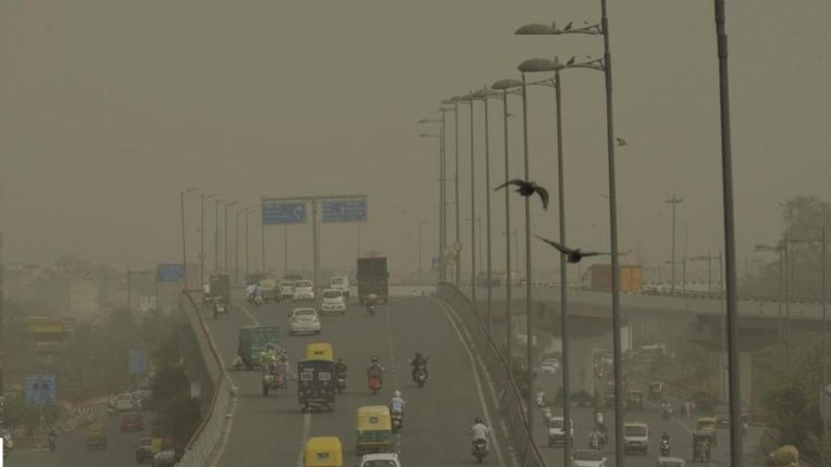 With increasing cold in Delhi, torrential rains, air quality increased
