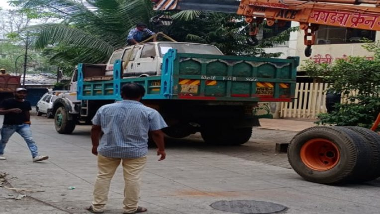 Action against KDMc's unattended vehicle parked on the road