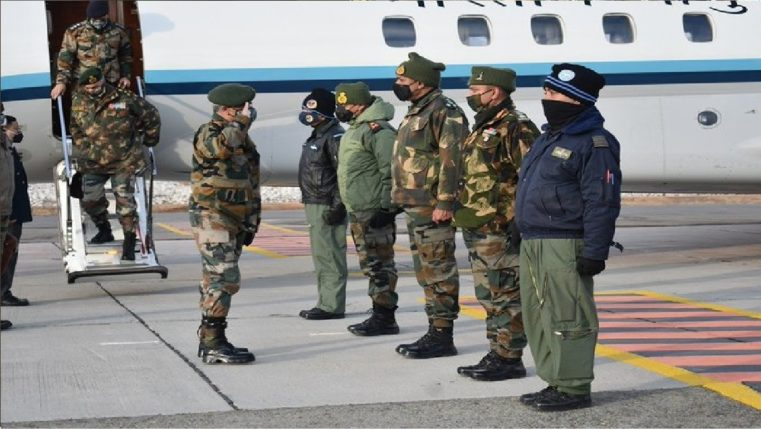 Army Chief General Manoj Narwane visits Ladakh, reviews situation on shores of Lake Pangong