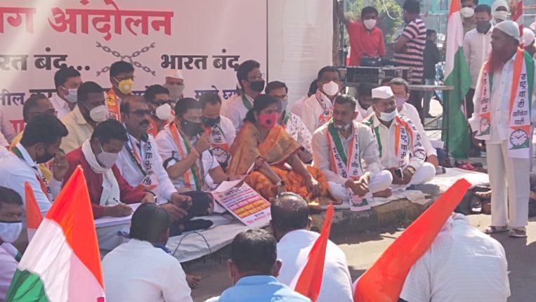 पिंपरी चिंचवडमध्ये भारत बंदला संमिश्र प्रतिसाद ; पिंपरी चौकात सर्वपक्षीय अन्नत्याग आंदोलन