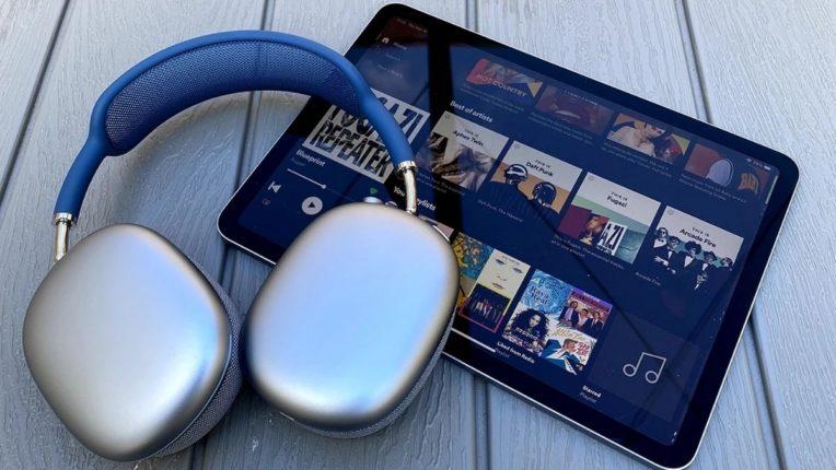 अॅपलच्या हेडफोनची एन्ट्री; डिसेंबरपासून 'एअरपॉड्स मॅक्स'ची विक्री सुरू होणार