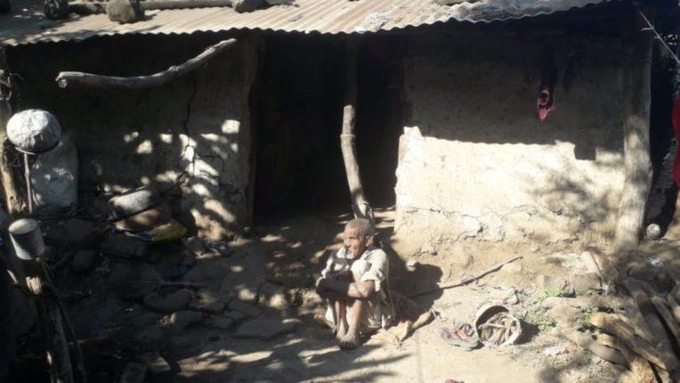 अंध निराधार कुटुंब घरकुलाच्याप्रतिक्षेत; पाच वर्षांपासून घरकुलासाठी चेकच्या प्रतीक्षेत