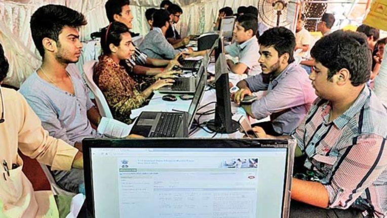 अकरावी ऑनलाईन प्रवेशाचा प्रतीकात्मक फोटो