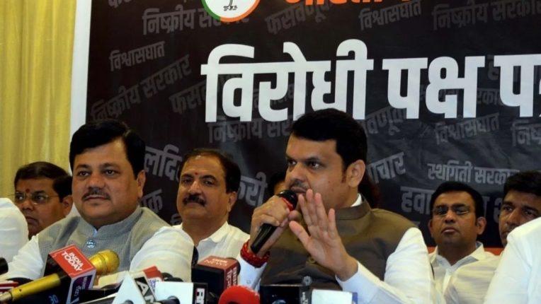फडणवीस म्हणाले, 'महाराष्ट्रात सध्या अघोषित आणीबाणी'