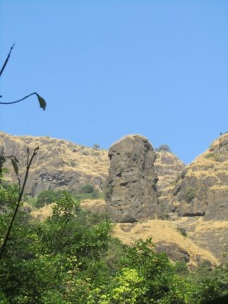 दुर्लक्षित सुळक्यावर गिरिप्रेमींची चढाई ; सुळक्याचे नामकरण 'कमळजाई'