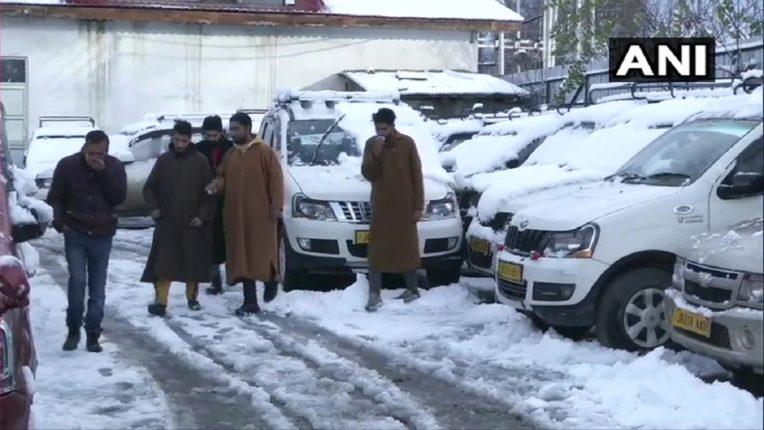 जम्मू काश्मीर गारेगार, पसरली बर्फाची चादर