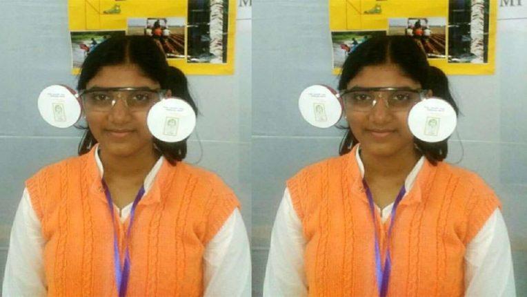 अनोखा चष्मा; मागील दृश्य पाहण्यासाठी दोन अतिरिक्त लेन्स