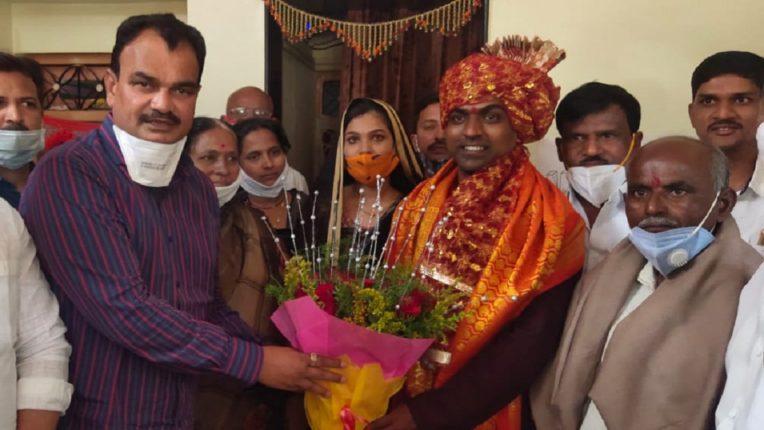 Global Teacher Award honors India -Filling Guardian Minister Dattatraya Going home, Shri. Disley's parents honored