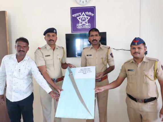 तलवार बाळगल्याप्रकराणी एकजण कर्जत पोलिसांनी ताब्यात ; भारतीय शस्त्र कायद्यानुसार गुन्हा दाखल