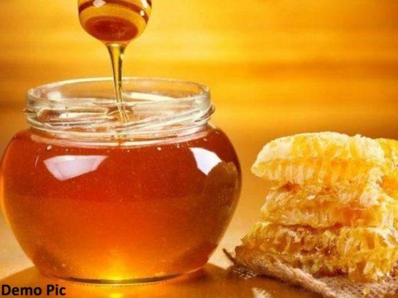 सावधान ! तुम्ही वापरत असलेल्या 'ब्रँडेड' मधात भेसळ ; गोडव्यासाठी वापरतात  साखरेचं सिरप