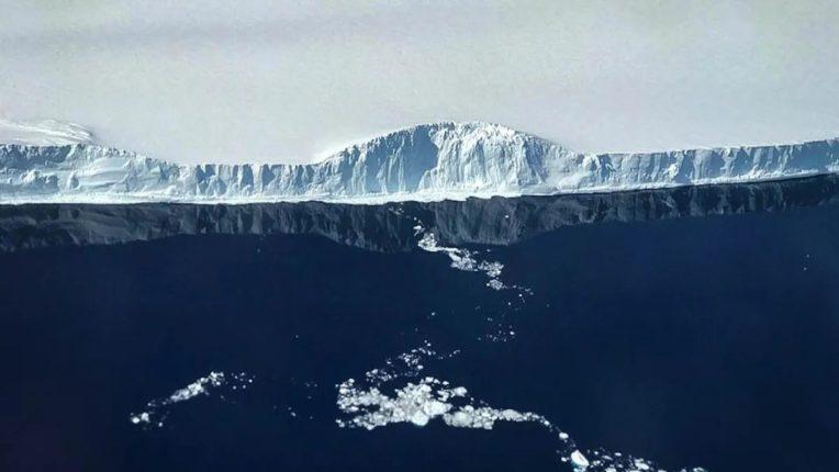 world biggest iceberg a68a move forward to british overseas territory