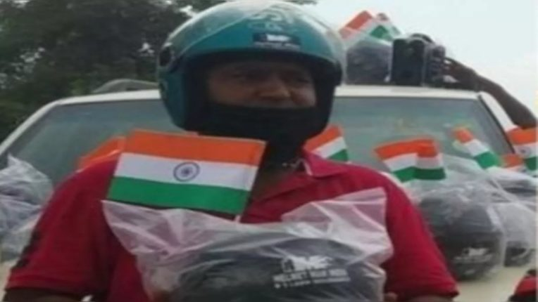 meet helmet man who is giving free helmet to people in india