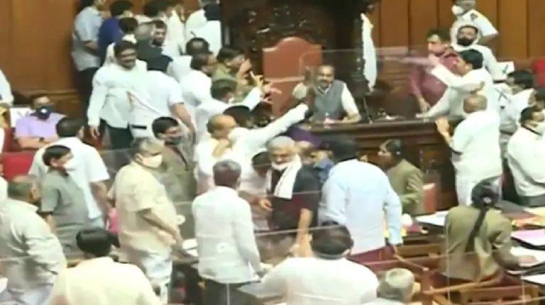 कर्नाटक विधानपरिषदेत काँग्रेस आमदारांचे अशोभनीय वर्तन