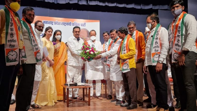 A huge blow to the BJP; Hundreds of BJP office bearers from Daund, Aurangabad, Amravati, Bhiwandi and Mira Bhayandar join NCP