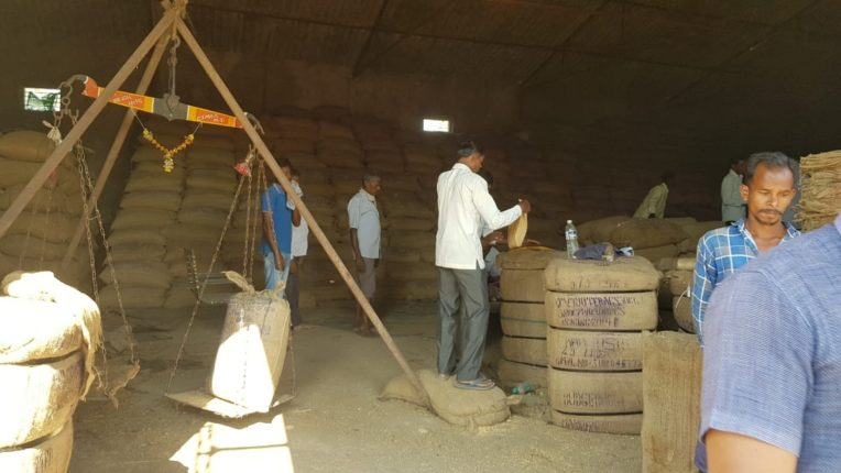 आदिवासीविकासमहामंडळामार्फत भात खरेदी सुरु झाल्यामुळे शेतकऱ्यांमध्ये नाराजी