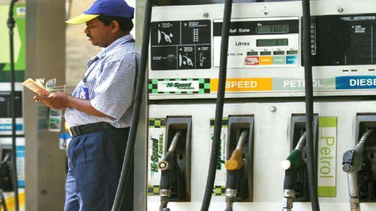 पेट्रोल-डिझेलच्या दरात आजही स्थिरता, सामान्यांना मोठा दिलासा; जाणून घ्या आजचे दर?