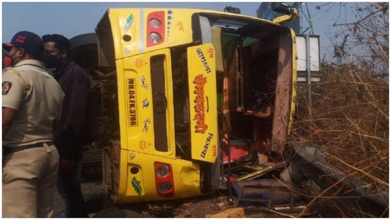 Terrible accident on Mumbai-Pune mega highway; The bus heading to Sangli for Sakharpudya overturned; 25 passengers injured