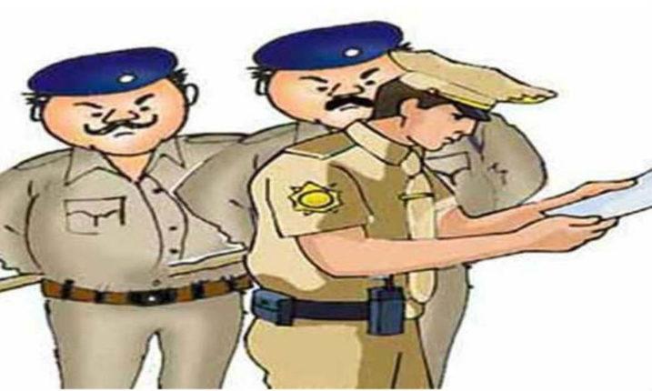 पुण्यात चार पोलिसांविरोधात गुन्हा ; महिला पोलीस कर्मचाऱ्याला शिवीगाळ आणि मारहाण