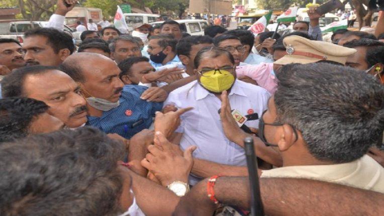 Dispute between President Swabhimani, former MP Raju Shetty and police