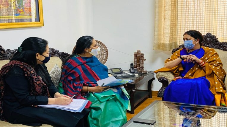 Women and Child Development Minister Yashomati Thakur Delhi Darbari for funding; Union Minister Smriti meets Irani