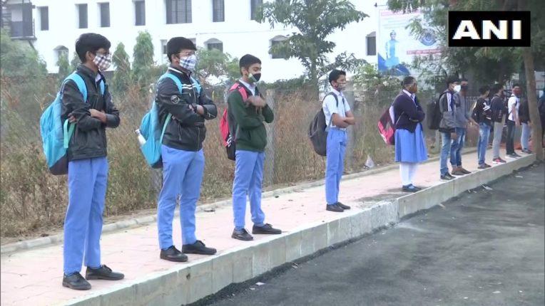 अहमदाबादमध्ये आजपासून शाळा सुरू, एका वर्गात बसणार एवढेच विद्यार्थी