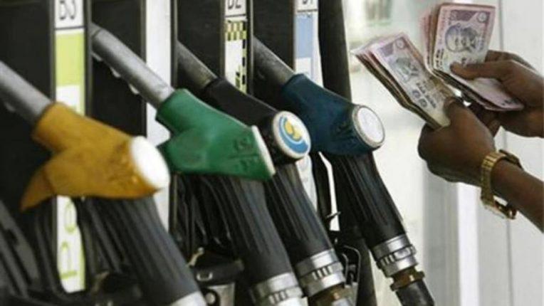 देशातलं सर्वात महाग पेट्रोल मिळतय महाराष्ट्रात; एक लिटर पेट्रोलसाठी करावा लागतोय जवळपास शंभरच्या नोटेचा चुराडा