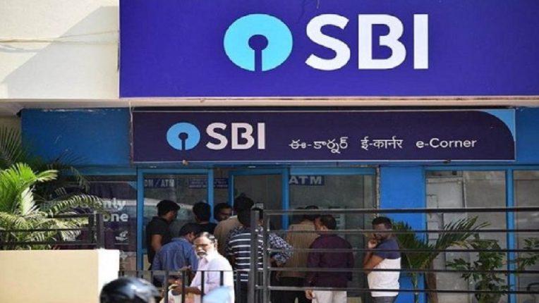 सावधान! SBI बँकेत खाते असेल तर 'ही' बातमी तुमच्यासाठी महत्वाची ; बँकेकडून ४४ कोटी ग्राहकांना अलर्ट! ग्राहकांच्या खात्यातून पैसे कसे चोरले जातात याचा व्हिडीओ व्हायरल
