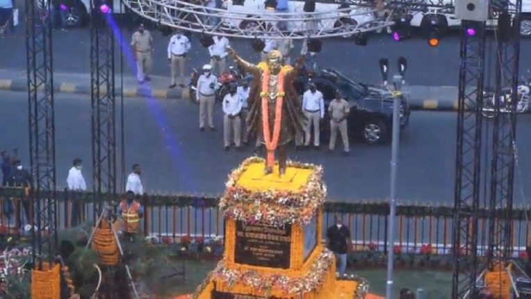 Unveiling of a huge statue of Shiv Sena chief Hindu Heart Emperor Balasaheb Thackeray