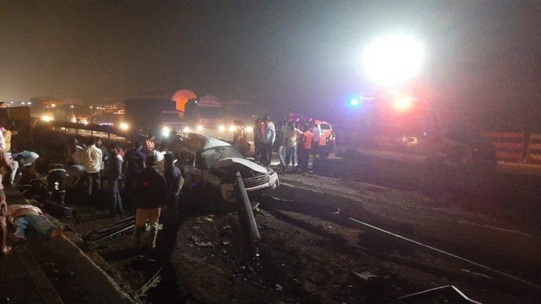 एक्सप्रेस वेवर भीषण अपघात, पाच जणांचा मृत्यू, कंटेनरने चार वाहनांना उडवले