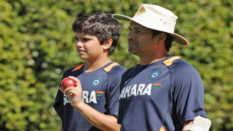 सचिनच्या अर्जुनचाही आयपीएलमध्ये समावेश 'या' टीमकडून खेळणार T20; किती लागली बोली माहितीये?