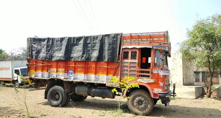 आश्चर्यच.. 'तहसील'मधून वाळूसह ट्रक चोरणाऱ्या चोरट्याने परत आणून ठेवला ट्रक