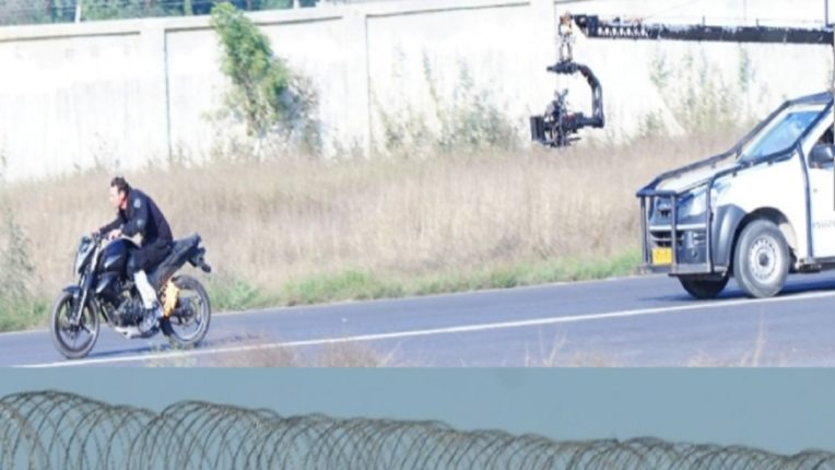 धूम मचा ले धूम ….जॉन अब्राहमचा हा बाईक स्टंट बघताना उपस्थितांच्या अंगावर आला काटा, व्हिडिओ व्हायरल!