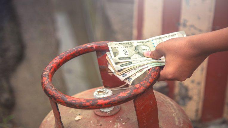 फ्री सिलिंडर आणि महिन्याला १५०० रुपये; तामिळनाडू निवडणुकीत सरकारची खैरात