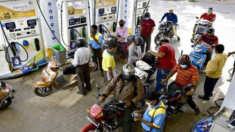 पेट्रोल, डिझेल स्वस्त होणार? जनतेला खुश करण्यासाठी मोदी सरकारचा मास्टरप्लान